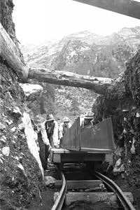 Building the channel from the Gallruttalm towards the Gallrutt tunnel (August 1950)