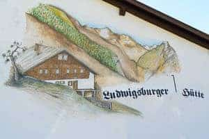 Wall painting at the materials lift of the Ludwigsburger Hütte
